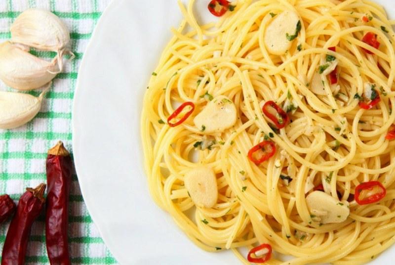 Spaghetti Aglio olio e Peperoncino_800x536